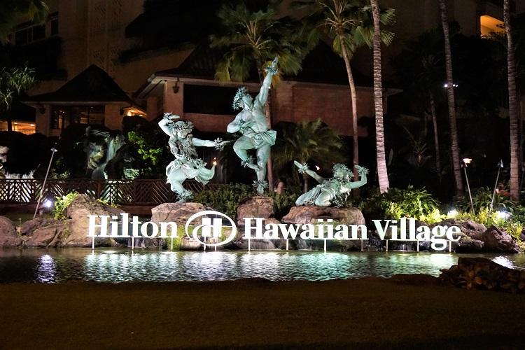 ヒルトン像