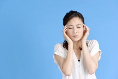花粉症での頭痛と喉の痛み・発熱・寒気・吐き気などの対策