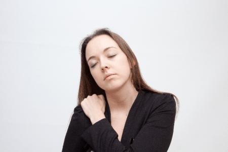 疲労感と眠気の原因は肝臓の病気?頭痛や動悸を伴うのは?