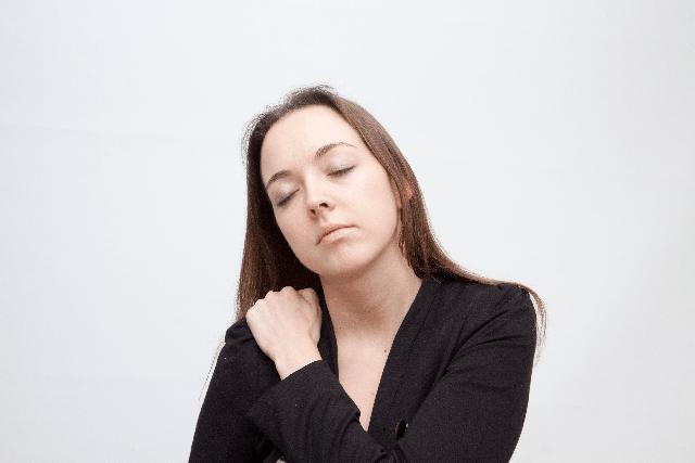 疲労感と眠気の原因は肝臓や病気?頭痛や動悸を伴うのは?