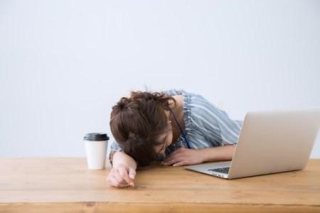 ナルコレプシーの症状やストレスなど原因と診断法【何科を受診?】