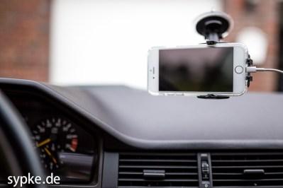 Auch Querformat ist möglich - natürlich rutscht das iPhone 6 nicht raus