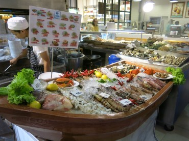 A seafood store at Siam Paragon's food hall