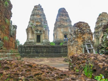 Another side of East Mebon