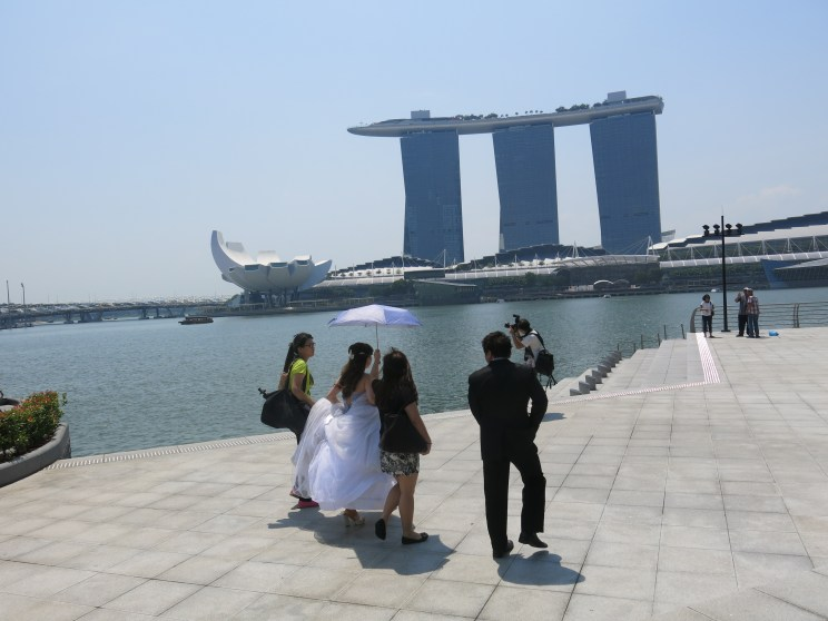must be pre-wedding photography