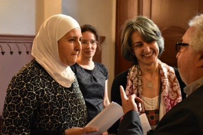 Hiba Albassir, Raphaela Heitmann, Mariam Bachich welcoming the guests