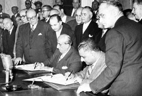 الرئيس (شكري القوتلي) يعلن عن الوحدة مع مصر