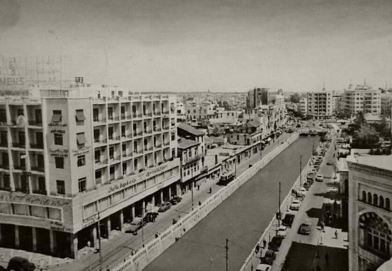 صورة لضفاف نهر بردى من سطح فندق سمير اميس عند جسر فيكتوريا عام 1958