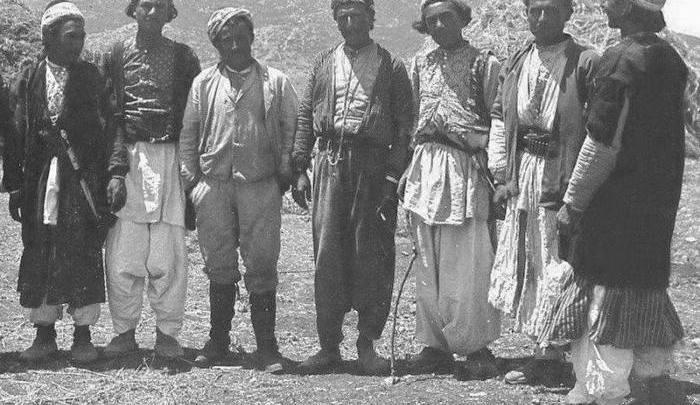 مهندس ألماني مع مجموعة من التركمان في الشمال الغربي من حلب 1910