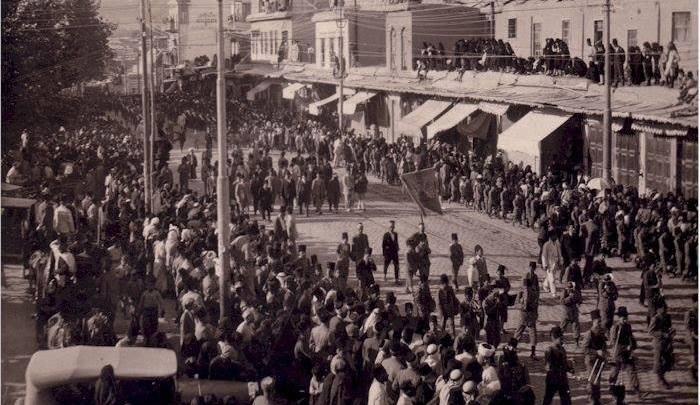 جنازة فوزي الغزي اثناء مرورها بجانب سوق الخجا