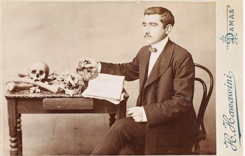 طالب في المدرسة الطبية العثمانية في دمشق عام 1906