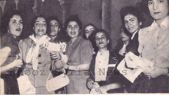 سوريات يشاركن في اﻻنتخابات النيابية عام 1955..