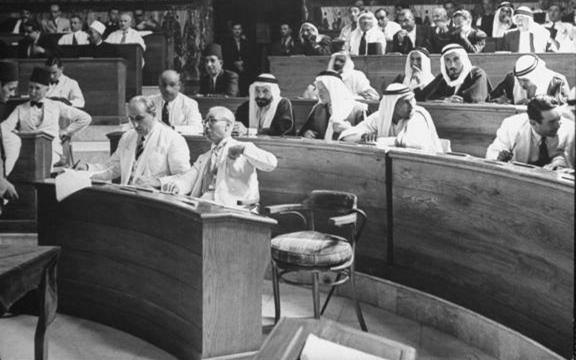 البرلمان السوري 1948- يتقدم المجلس رئيس الجمهورية شكري القوتلي