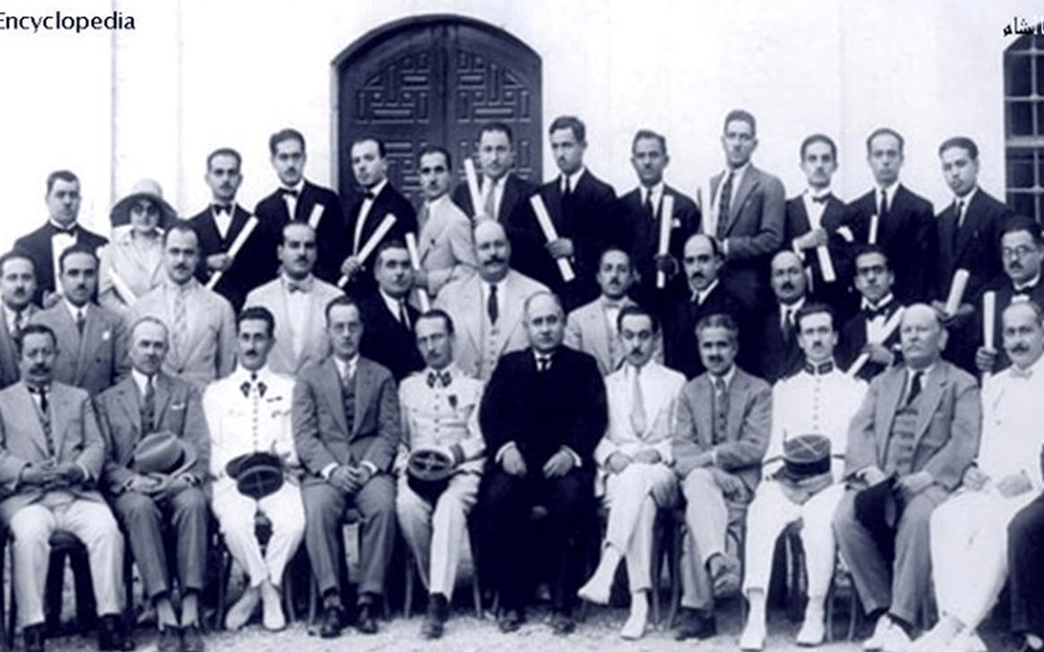 رضا سعيد مع خريجي جامعة دمشق 1930