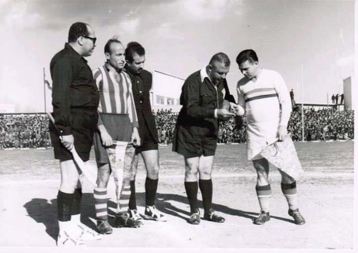 دمشق 1955- فوزي تللو يجري القرعة بين المنتخب المجري وفريق الجيش السوري