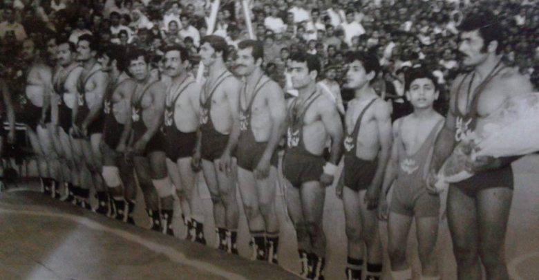 منتخب سرايا الدفاع مع المنتخب اللبناني في الملعب البلدي عام 1972