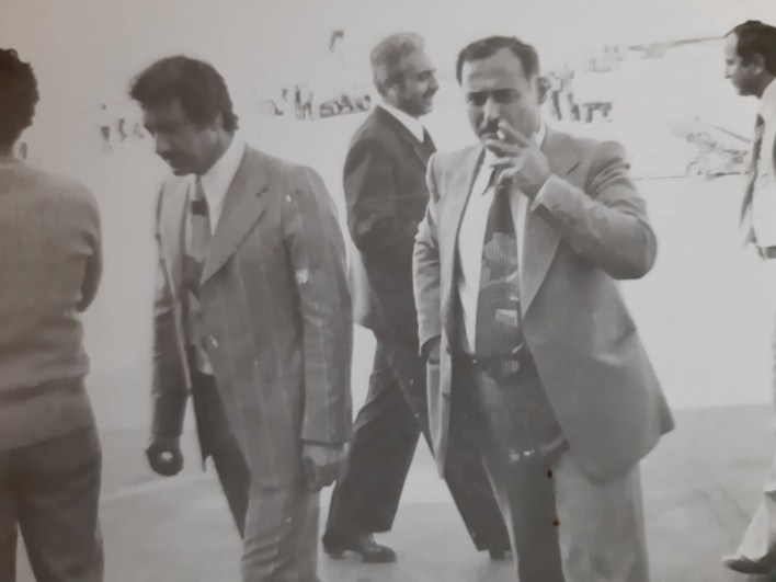 أحمد عنتر والى يمينه محمد مخلوف مدير عام مؤسسة التبغ (الريجي)
