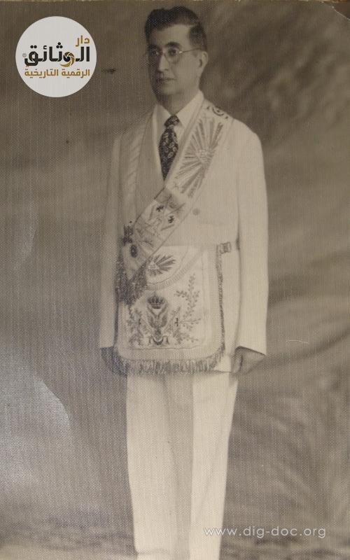 وجيه حلبي يرتدي اللباس الرسمي للمحفل الماسوني 1950م