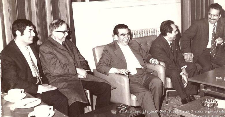 خليل الهنداوي وعبد السلام العجيلي وآخرون في كلية الآداب - جامعة حلب