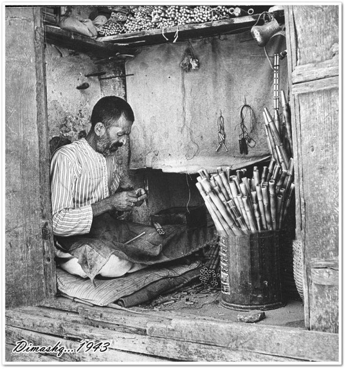 دمشق - حرفي يصنع المزمار أو الناي عام 1943م
