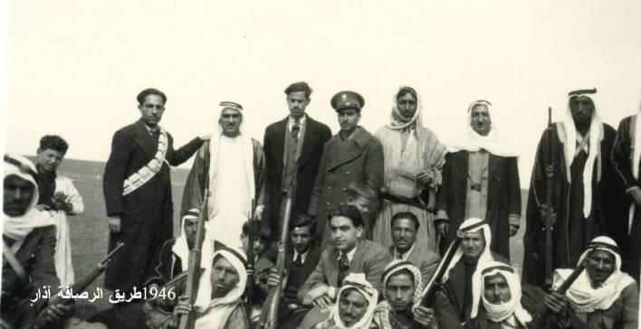 عبد السلام العجيلي مع بعض أبناء العشائر والهجانة عام 1946