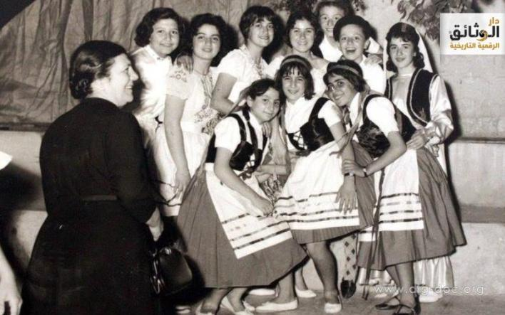 طالبات منمدرسة الأميركانفي إحدى الحفلات التنكرية في خمسينات القرن الماضي