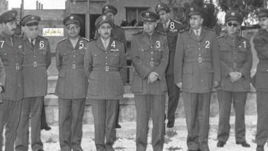 توفيق نظام الدين وكبار الضباط يضعون الزهور على قبر عدنان المالكي عام 1957