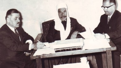 سلطان الأطرش يملي مذكراته على يوسف الدبيسي وصلاح مزهر عام 1972