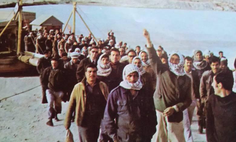 مجموعة من العاملين في سد الفرات عام 1972