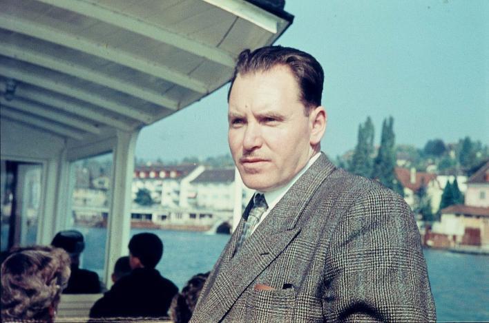 الشيخ مصطفى السباعي في أوربا عام 1956م