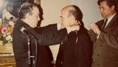 عدنان البني يتقلد السعف الاكاديمي في السفارة الفرنسية في دمشق 1995