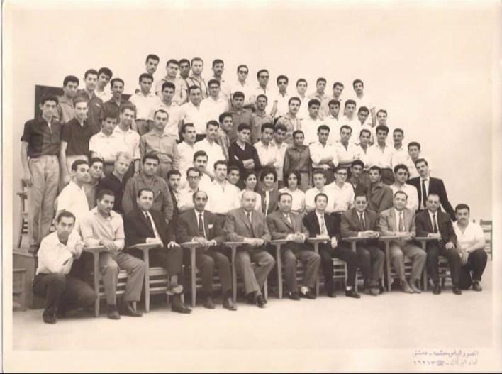 الدفعة الأولى من طلاب كلية الهندسة في جامعة دمشق عام 1964م