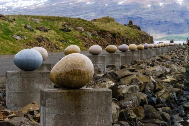 34 steineren Vogeleier - für die Vögel die hier vorkommen