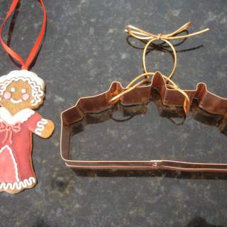 gingerbread grandma and mount vernon cookie cutter 002