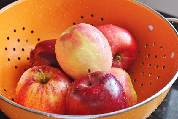 Red Delicious, Pink Lady and Gala apples