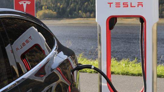 L'auto elettrica Tesla Modern 3 debutta come taxi a New York