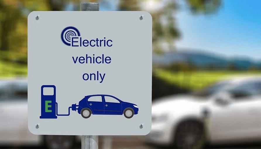 Le migliori app per trovare le colonnine di ricarica delle auto elettriche in Italia