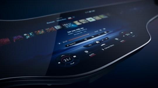 Nel cruscotto della nuova Mercedes c'è l'Hyperscreen multi-display