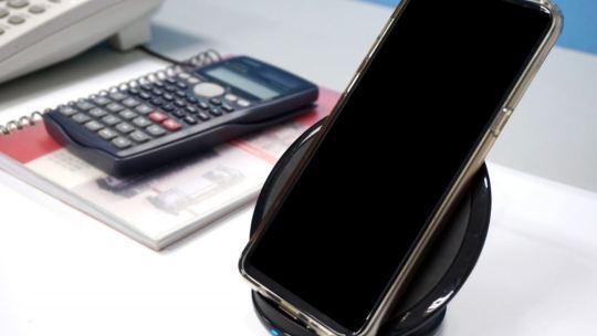 Quali telefoni supportano la ricarica wireless?