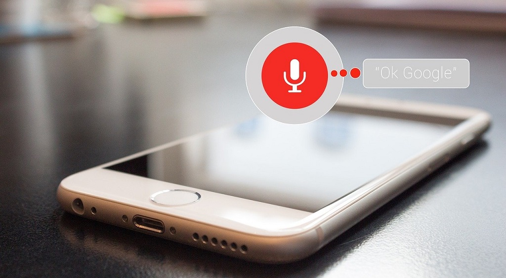 Si può attivare l'Assistente Ok Google con i comandi vocali a schermo spento?