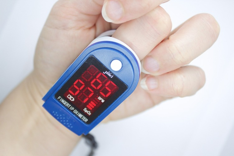 Como medir a saturação de oxigênio sem oxímetro de pulso