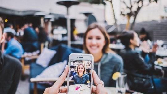 Как добавить метки даты и времени к фотографиям на iPhone