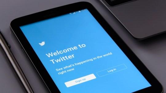 Как добавить местоположение в твиттере