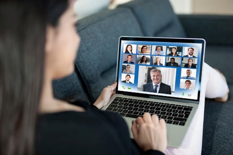 Cómo presentarte a un grupo en línea