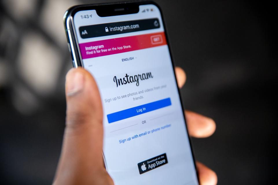 Facebook begins merging Instagram DMs with Messenger chats