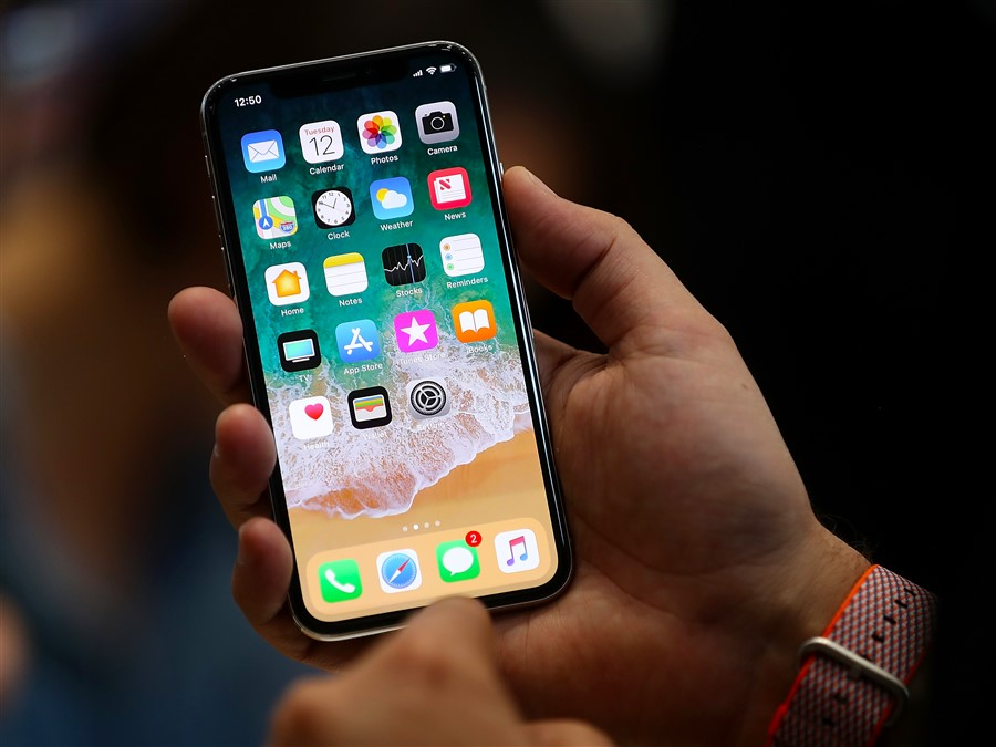 the iphone x has an oled screen heres what oled is and how its different from past iphones 900 x 675 - تحديث ابل IOS 11.2 is now available for Apple devices