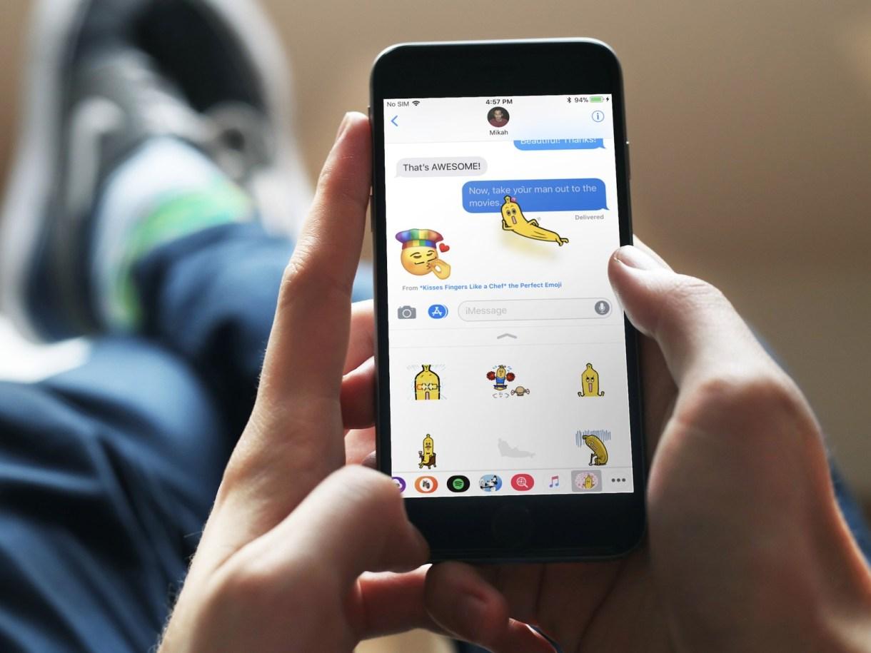 iMessage apps stickers iphone mockuuup 0 - تعرف على كيفية تعطيل إشارة تأكيد قراءة الرسائل المرسلة في iMessage على آيفون