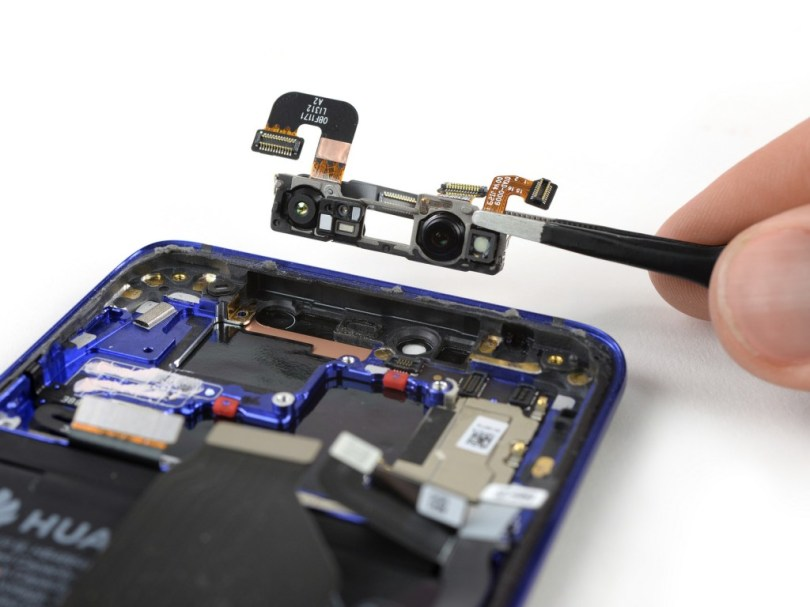 9 3 - شاهد تفكيك هاتف هواوي الرائد Huawei Mate 20 Pro وتعرف على مكوناته الداخلية