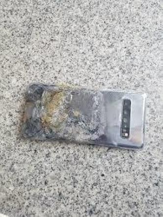 Galaxy S10 5G meltdown 1 - بالصور.. جوال جالكسي S10 5G يتعرض لأول حادثة انفجار بعد إطلاقه في كوريا الجنوبية