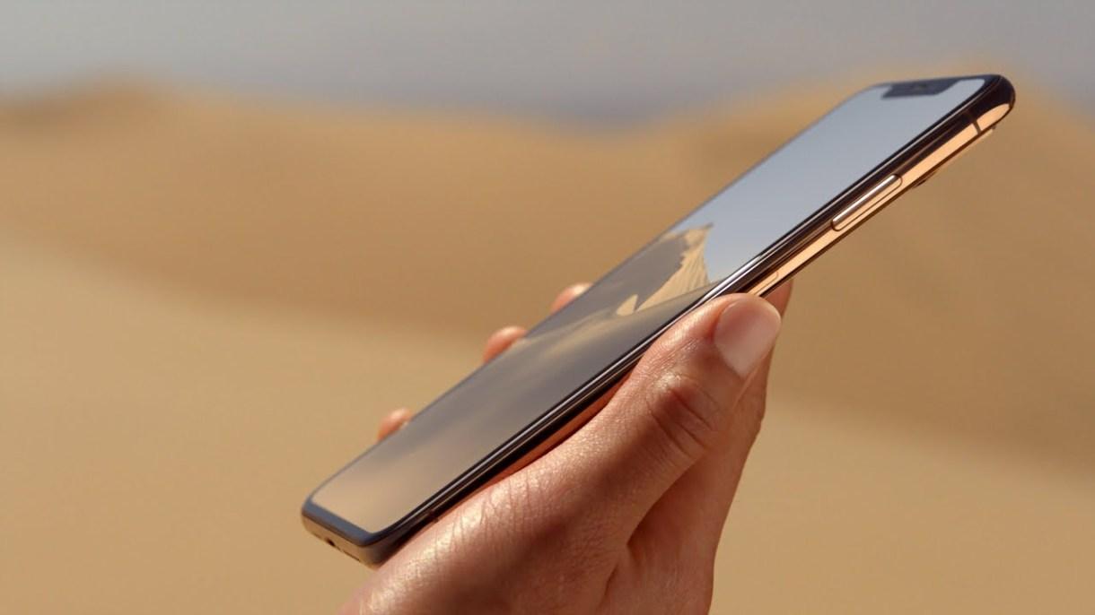 iPhone 11 - رئيس بنك Softbank الياباني يكشف عن موعد الكشف عن جوالات آيفون 11 بالخطأ